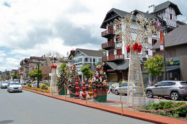 Conheça a serra gaúcha, visite o Aldeia do Papai Noel em Gramado