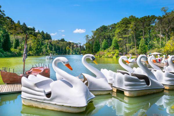 Conheça a serra gaúcha, visite o Lago Negro em Gramado