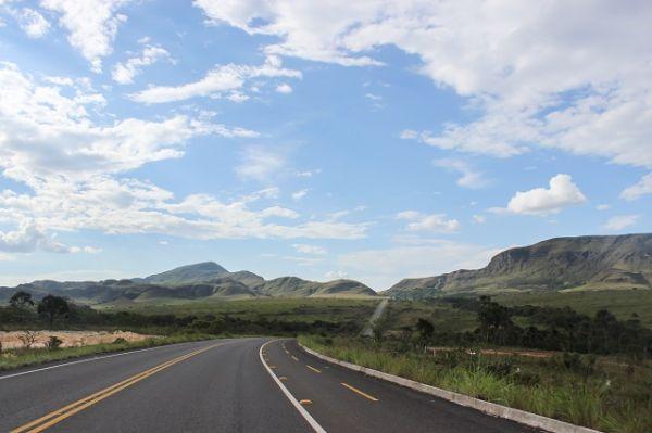 Estrada de Alto Paraíso de Goiás para a Vila de São Jorge, Chapada dos Veadeiros. Créditos: Stella Papoy Szczerbenko