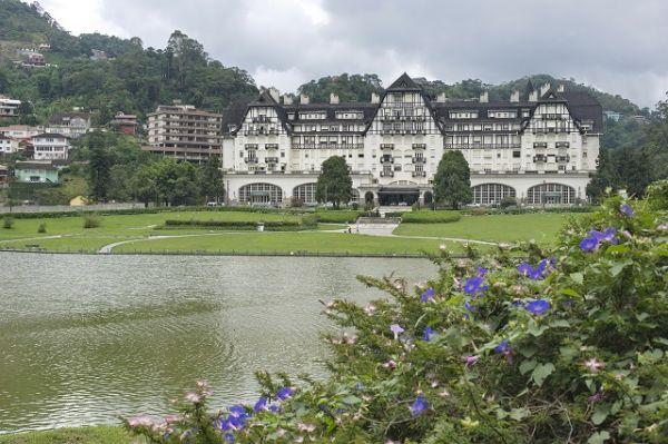 Palácio Quitandinha, um dos pontos turísticos mais visitados em Petrópolis | Foto: Banco de imagens
