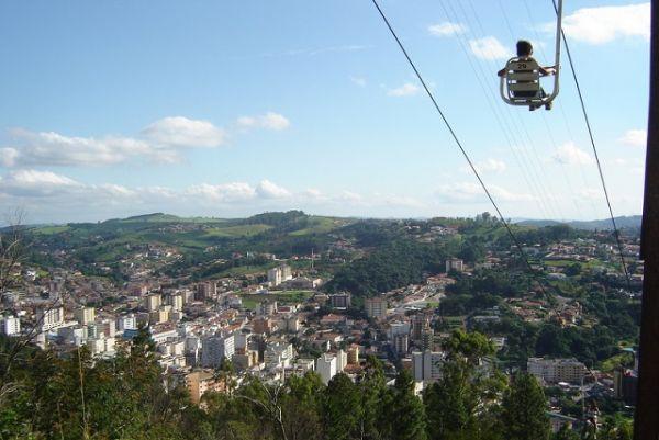 Teleférico que leva até o Cristo Redentor de Serra Negra | Foto: Banco de imagens