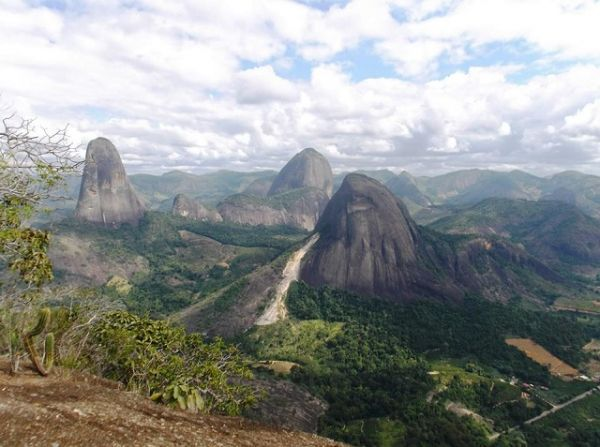 Conheça o Pontões Capixabas, um dos destinos de ecoturismo