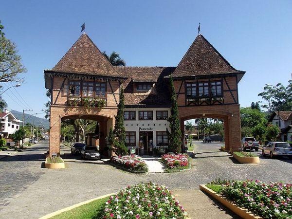 Portal de Pomerode faz parte do roteiro em Santa Catarina