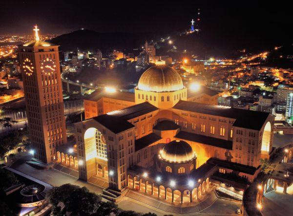 Catedral de Nossa Senhora Aparecida, ponto importante do turismo religioso no Brasil