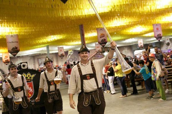Saiba como chegar na Oktoberfest, em Blumenau