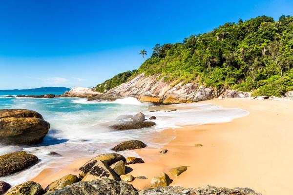 Praia do Estaleiro, uma das praias do Sul do Brasil