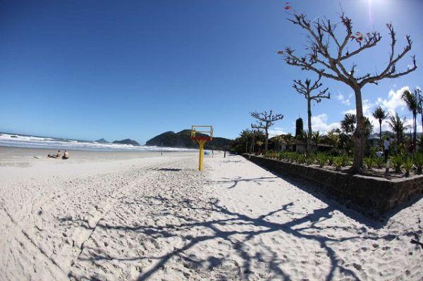 Praia da Baleia, São Sebastião - SP | Fonte: Banco de imagens