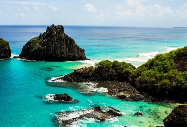 Conheça a Baía do Sancho uma das praias paradisíacas do Brasil