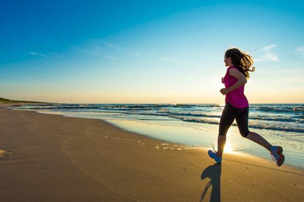 Faça atividades físicas, tome alguns cuidados na praia