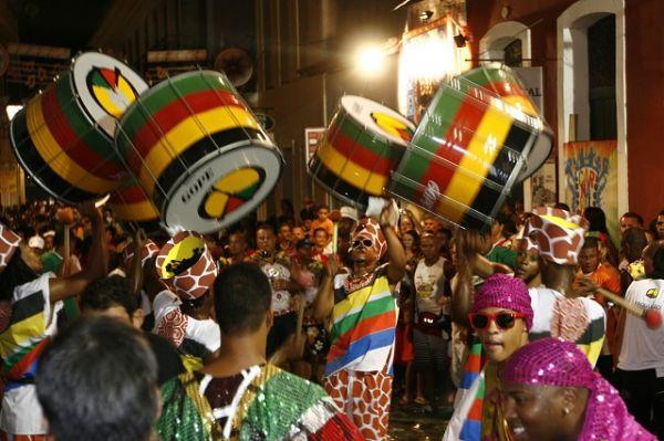 Bloco de rua no centro histórico de Salvador